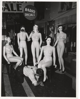 Mannequins by Weegee (1942)